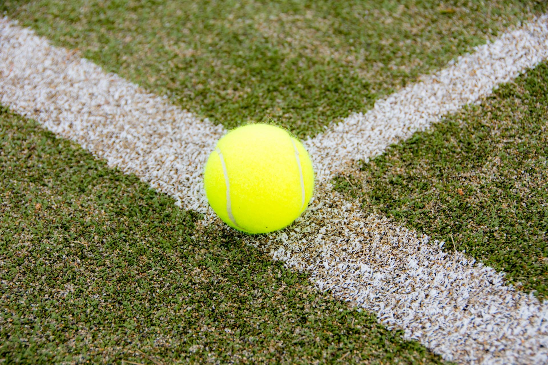 知らないと上達が遅れる?テニスコートの各ラインの名称10箇所!